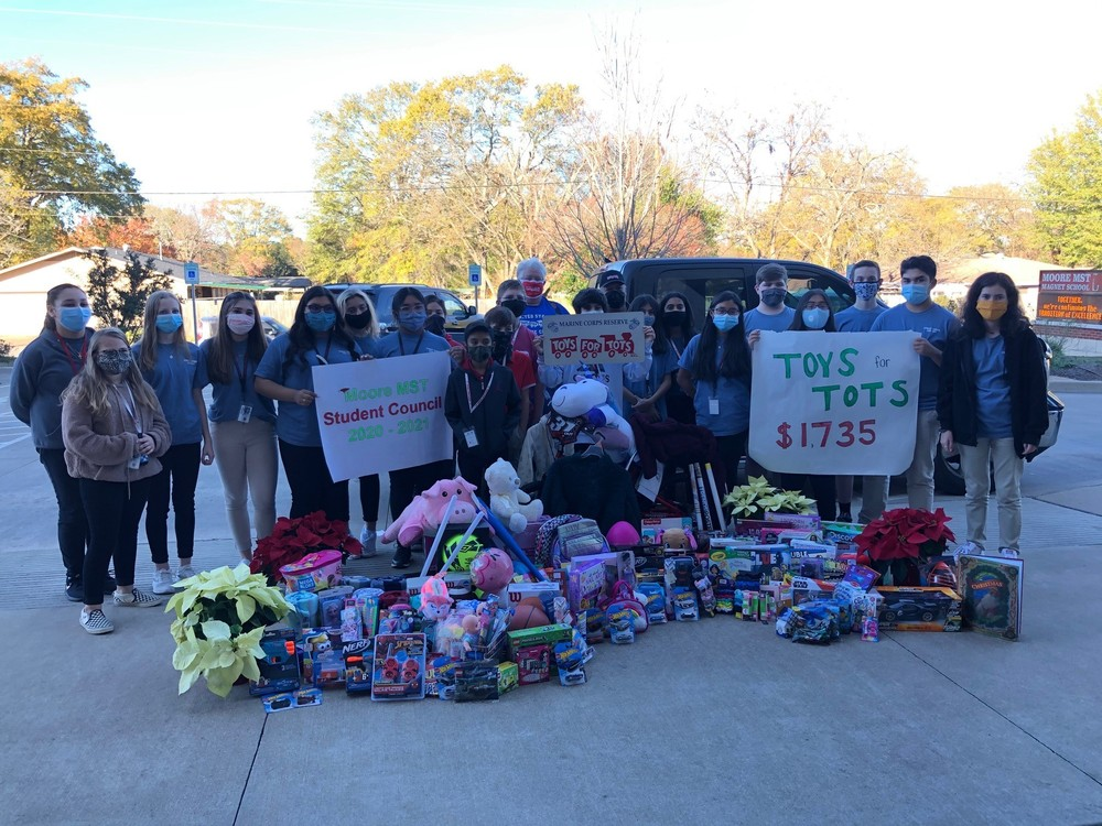 Moore MST Magnet School student council brings Christmas cheer to the community