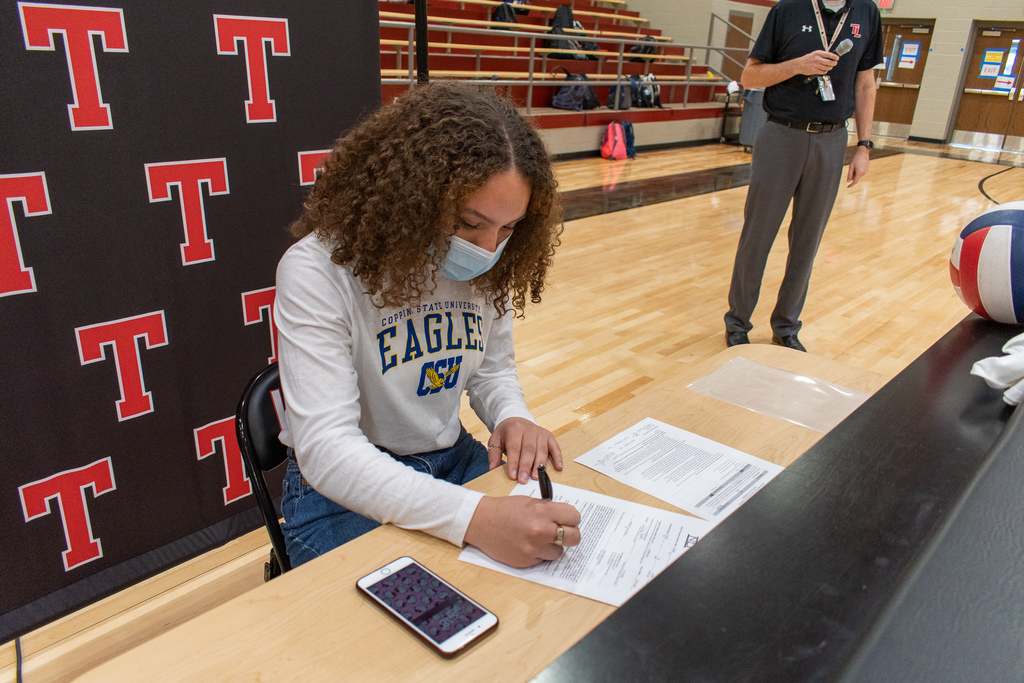 Tyler Legacy Senior, Hope Casel, signing her offer from Coppin State.