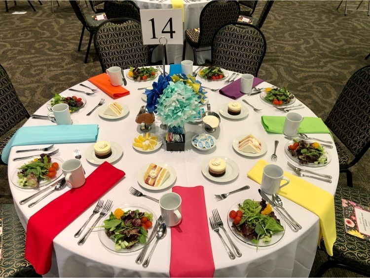 table setting with paper centerpieces