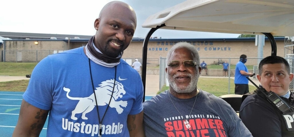 Ricklan Holmes and The Tyler Rose, Earl Campbell